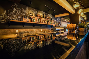 chaplin bar em Balneário Camboriú