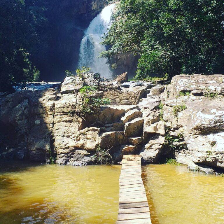 Cachoeira Fecho da Serra em Capitólio em Minas Gerais